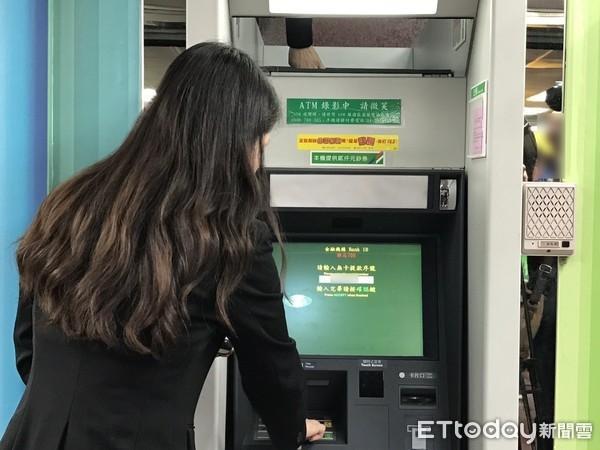 手滑領太多!他讓ATM自動回收現金「隔天戶頭悲劇了」 網跪謝勇者:長知識