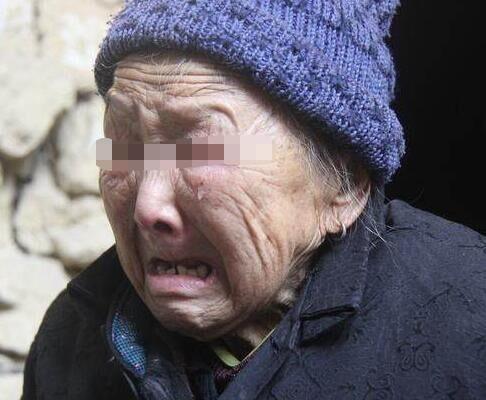 母重病找兒養老,兒叫她【滾】,女婿這樣做,母【流淚痛哭】!