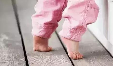 腳後跟疼的不敢動?多半是腎虛,五個保健法還你健康雙足