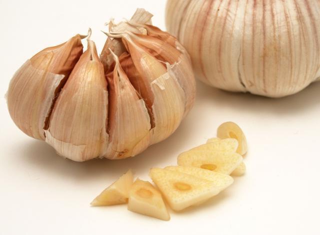 炒菜什麼時候放大蒜,對心臟最好?很多人都沒做對,營養全浪費了