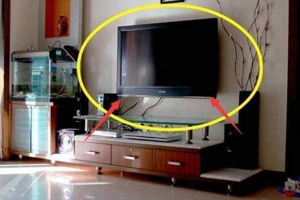 電視機掛牆上還是放電視櫃上好? 聽老師傅說完,後悔知道太晚了(1/9)