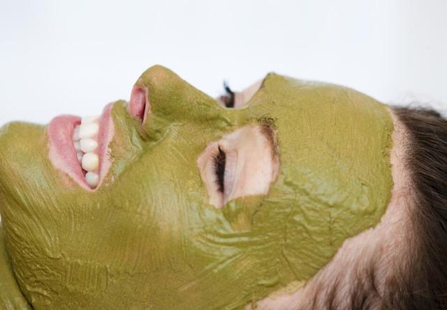 你顯老不是變黑了,只是變成了黃臉婆,5個方法恢復紅潤嫩白!