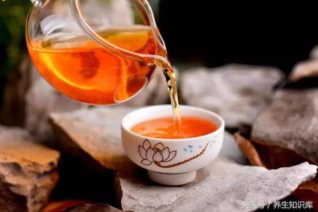 春天排毒季,早敲膽經,晚推肝經,自己動手做杯茶,每天喝每天排