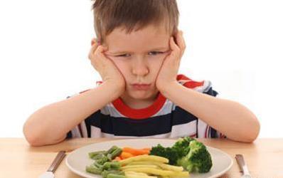 孩子哭鬧發脾氣時,家長先不要「抱」她,這4點處理更有效!