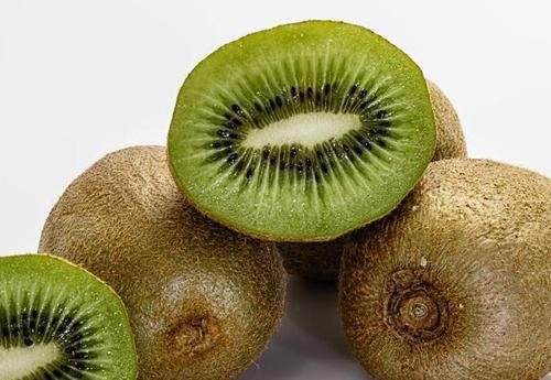 用眼多,多吃這4種果蔬,能助你保護眼睛健康