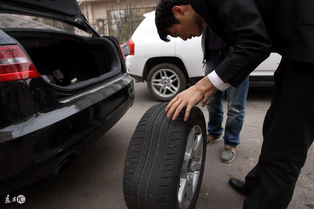 帶老婆醫院產檢,回家時車輪胎卻被紮,換個輪胎卻救了自己一家