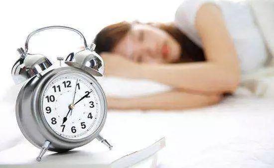 【健康】都說熬夜危害大,但幾點睡覺才算熬夜?--微信-人民日報--微信公眾號--版權渠道--首頁