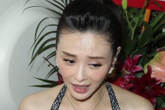 43歲蕭淑慎直播落淚吐心聲,被小15歲老公嫌棄,網友聽到很心酸!